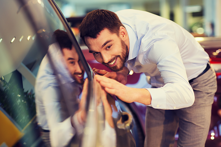 Vendeur automobile en permanence